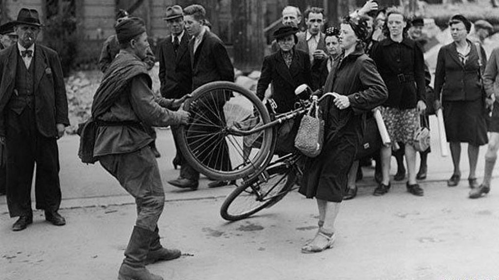 70 anos após fim da guerra, estupro coletivo de alemãs ainda é ...
