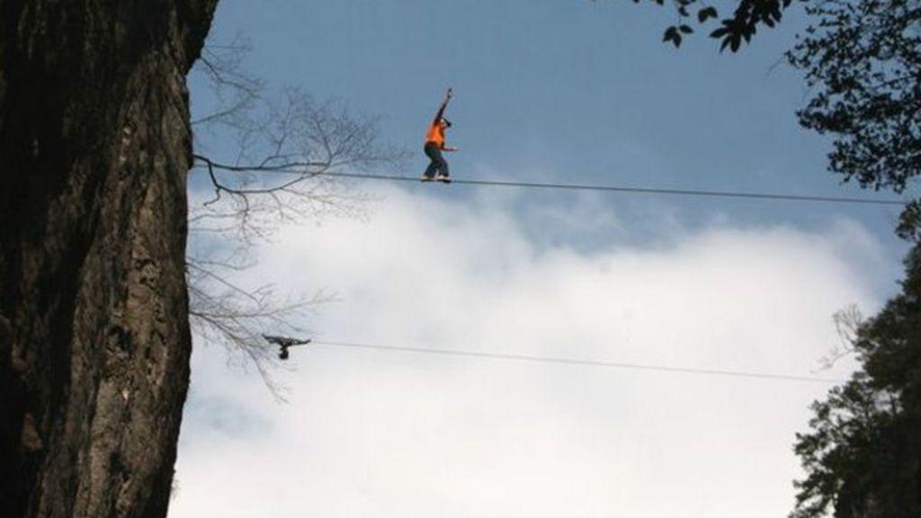 Aventureiro morre após saltar de 2,3 mil metros nos EUA - BBC Brasil