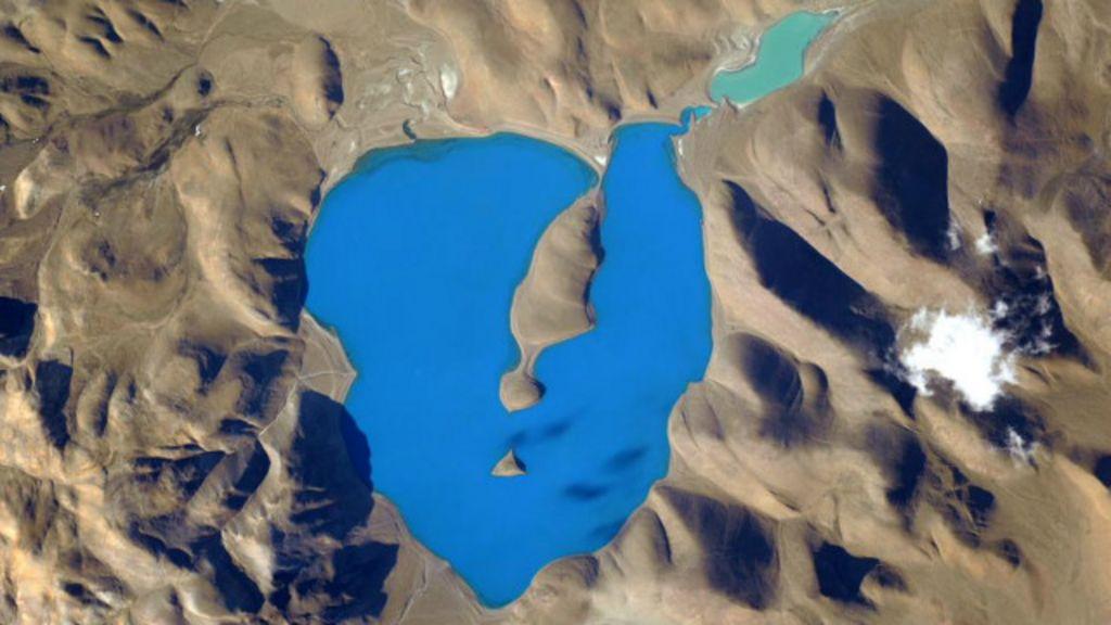 Astronauta posta foto de 'lugar mais azul do mundo'; saiba onde fica ...