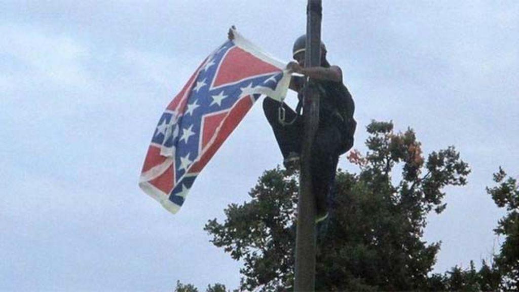 Ativista é presa após remover bandeira confederada de prédio do ...
