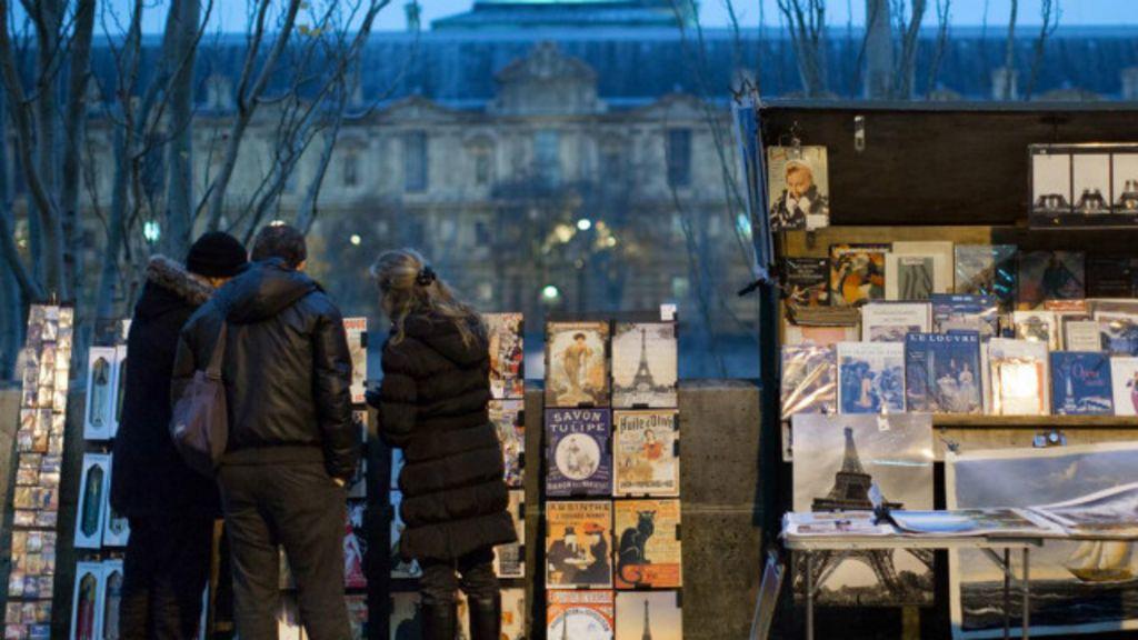 Marca registrada de Paris, sebos de rua estão ameaçados - BBC ...