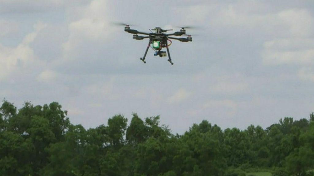 Suspeitos usam drones para entregar drogas e pornografia em ...