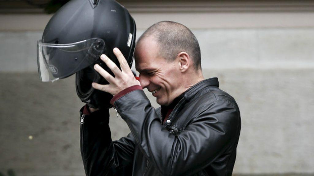 SalaSocial: Fãs e críticos debatem renúncia de ministro 'motoqueiro'