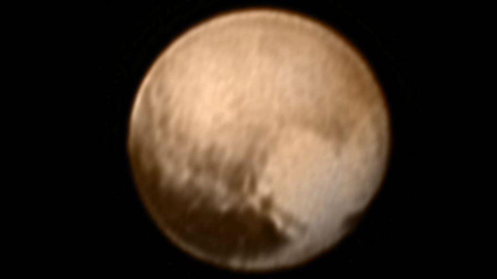 Foto inédita mostra 'coração' na superfície de Plutão - BBC Brasil