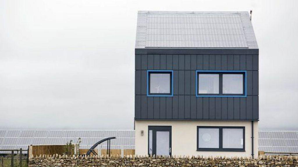Britânicos criam casa com zero emissão de carbono - BBC Brasil