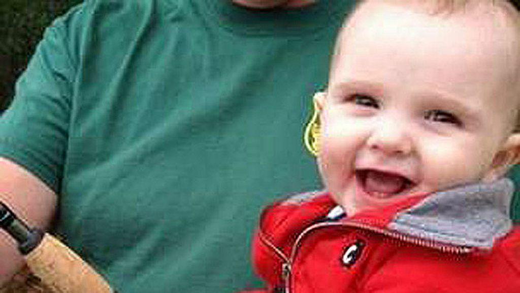 Bebê de 6 meses recebe licença de caça vitalícia - BBC Brasil