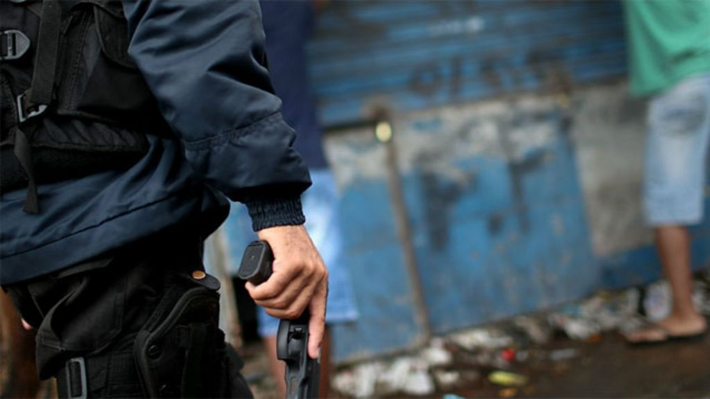 Polícia do Rio mata 39% a mais e segue impune, diz Anistia - BBC ...