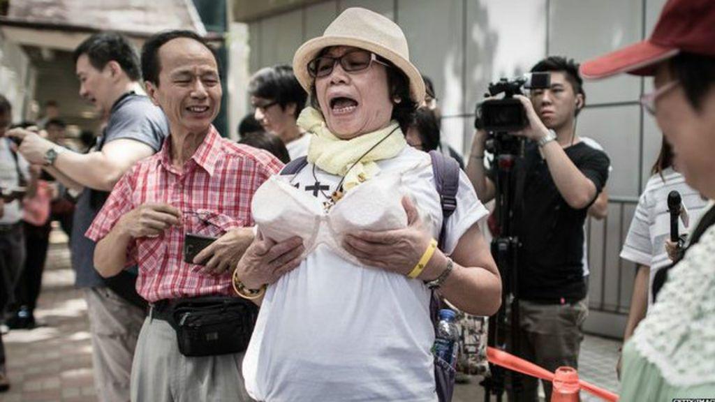 Hong Kong tem protesto contra acusação de uso de seio como ...