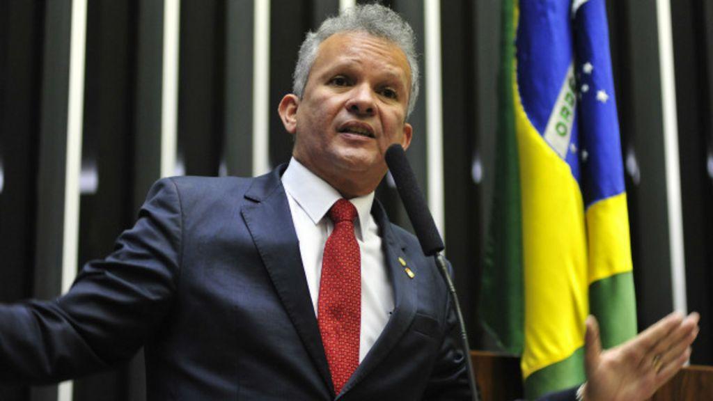 Deixamos a base, mas não abandonamos Dilma, diz líder do PDT ...