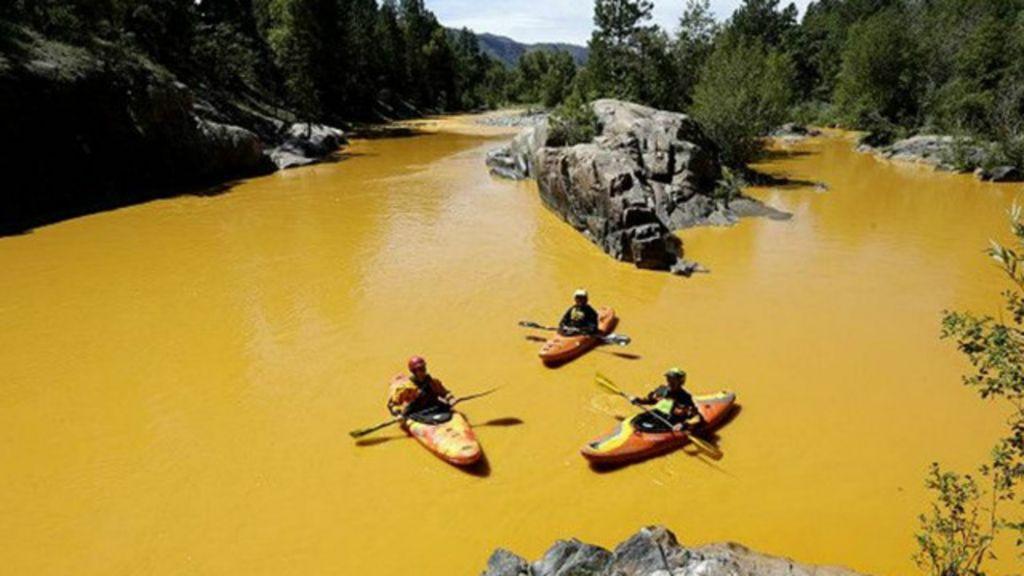 Vazamento tóxico tinge rio cor de mostarda nos EUA - BBC Brasil
