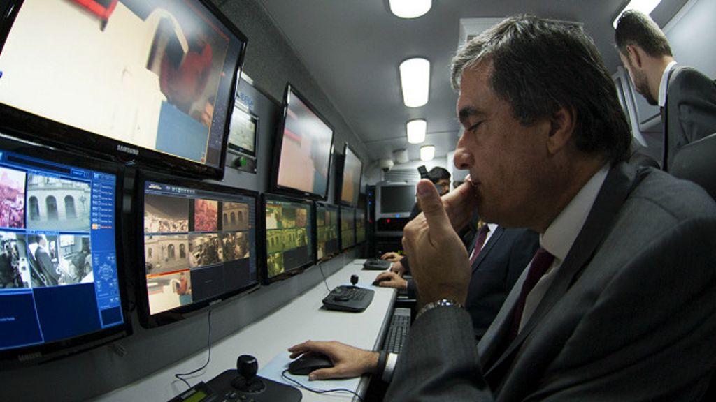 Falta de câmeras emperra ' ônibus do crack' do governo Dilma - BBC ...