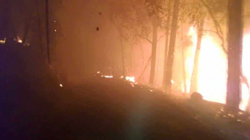 Câmera em carro registra fuga desesperada de incêndio na Califórnia