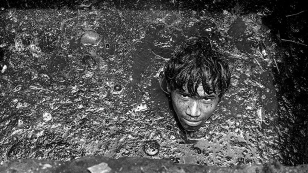 A vida dos trabalhadores dos esgotos de Mumbai, na Índia