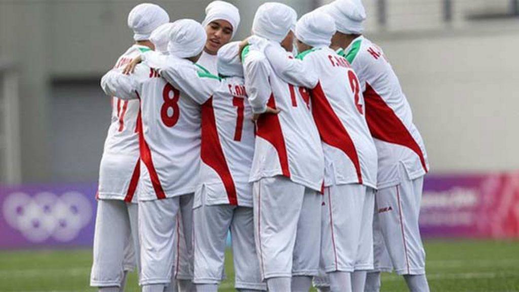 Como o futebol está mudando a vida de mulheres no Irã - BBC Brasil