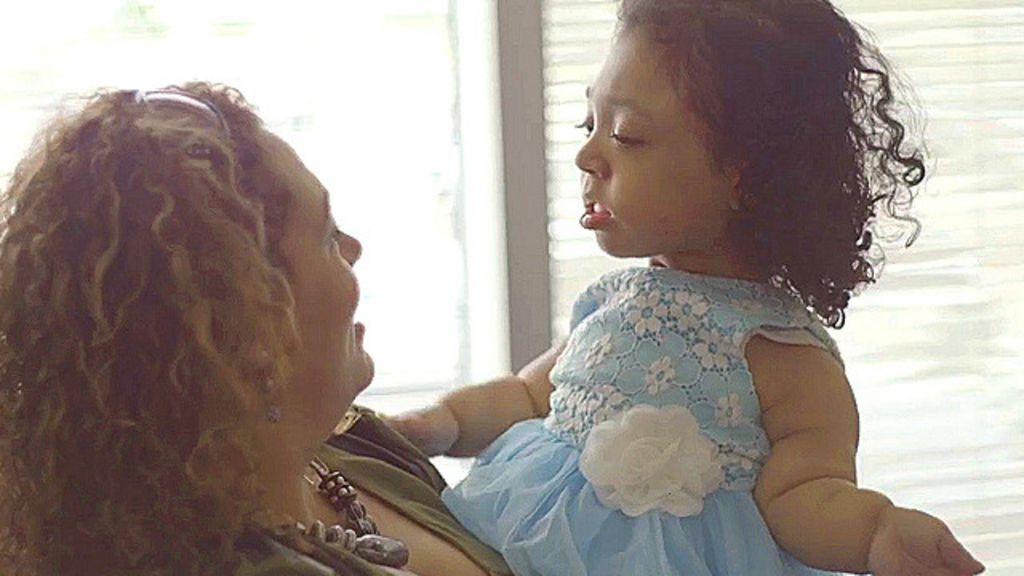 A menina que nasceu sem ossos - BBC Brasil