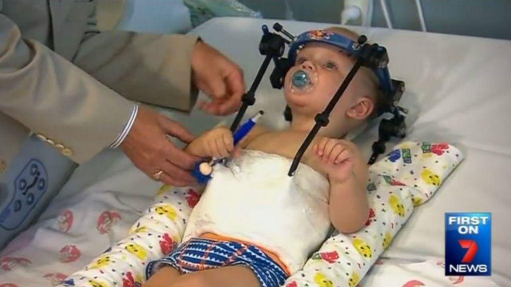 Garoto sobrevive após acidente em que crânio foi separado de coluna