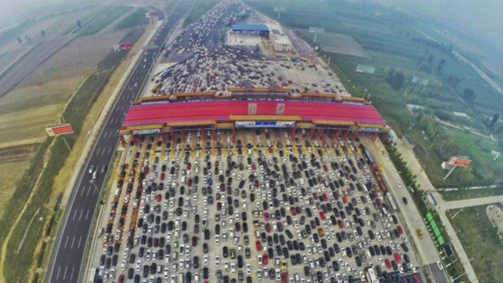 Volta de feriado provoca megacongestionamento em Pequim - BBC ...