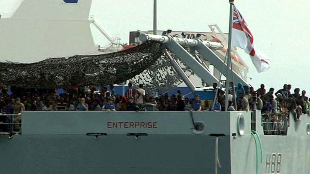 UE confiscará barcos de traficantes de pessoas no mar - BBC Brasil