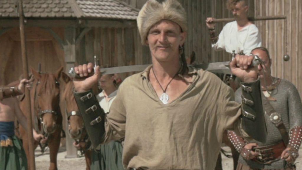 'Ilha dos cossacos' tenta preservar cultura milenar em meio a conflito