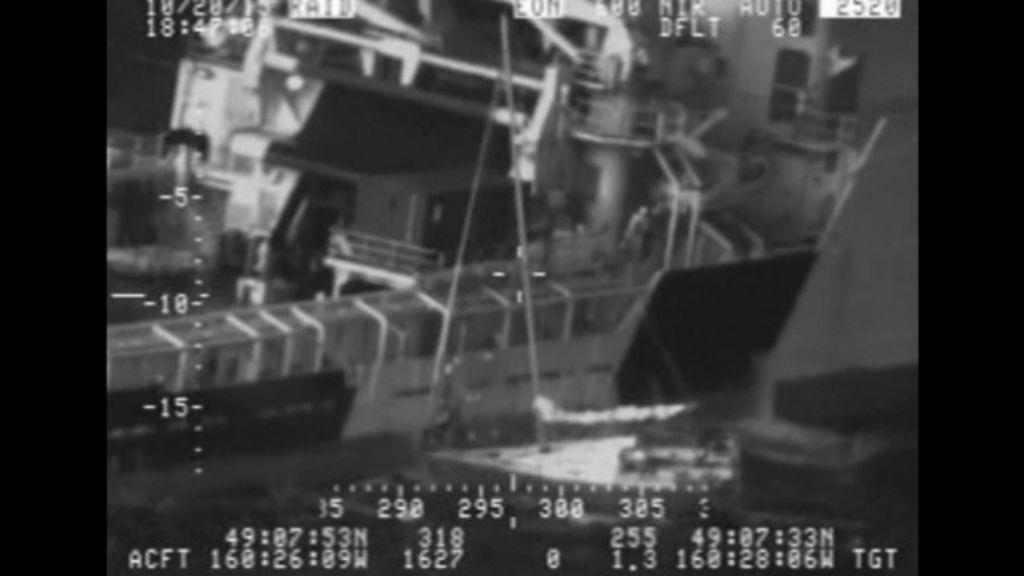 Homem pula com seu gato de veleiro em resgate dramático no Alasca