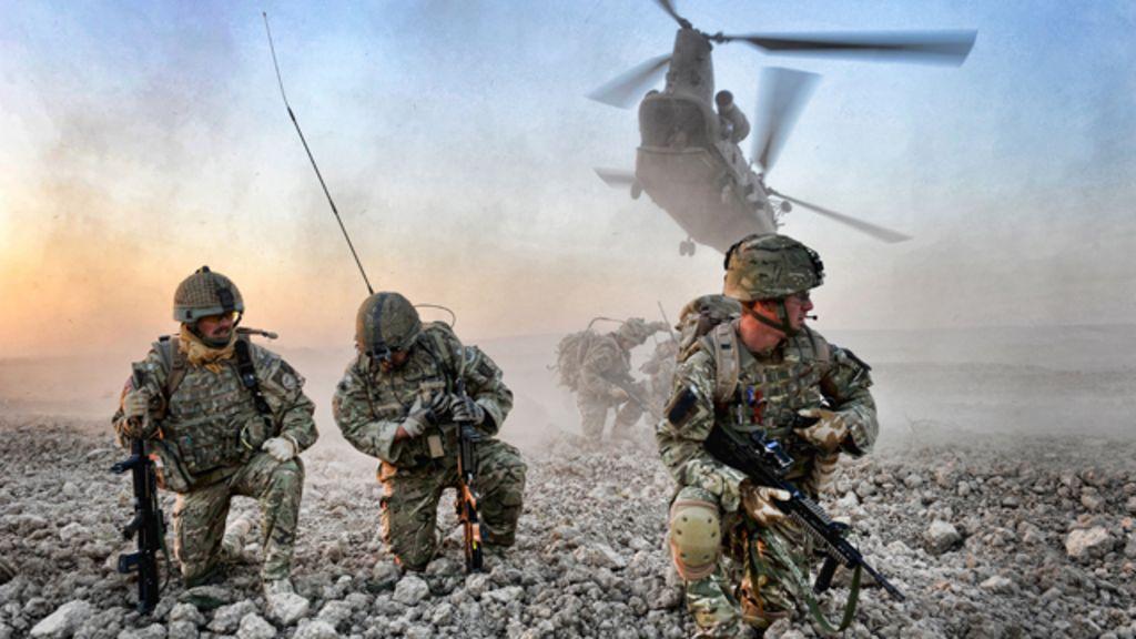 Fotos de militares mostram ' bastidores de guerra' - BBC Brasil