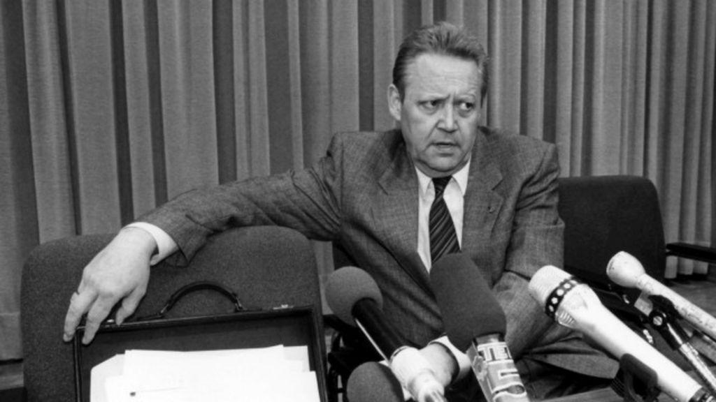 Funcionário que 'antecipou' queda do Muro de Berlim morre aos 86 ...