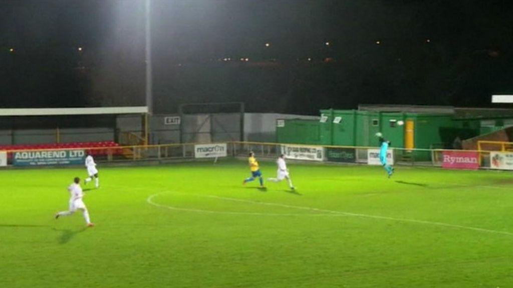 Rajada de vento 'marca' gol bizarro em jogo na Grã-Bretanha - BBC ...