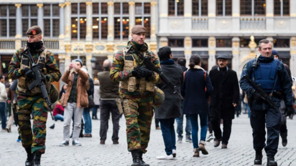 Bélgica eleva alerta de terror para nível máximo - BBC Brasil