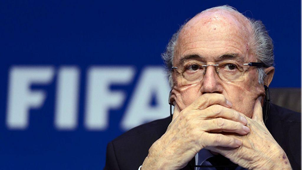 Suspensão de Blatter marca fim de uma era na Fifa - BBC Brasil