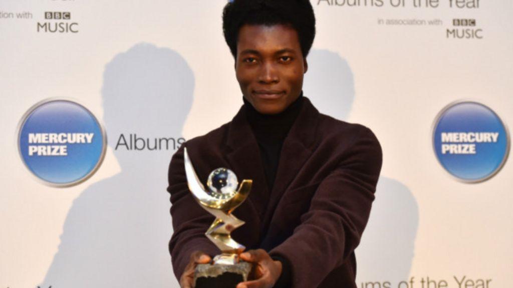 Ex-sem-teto em Paris é nova estrela da música britânica - BBC Brasil