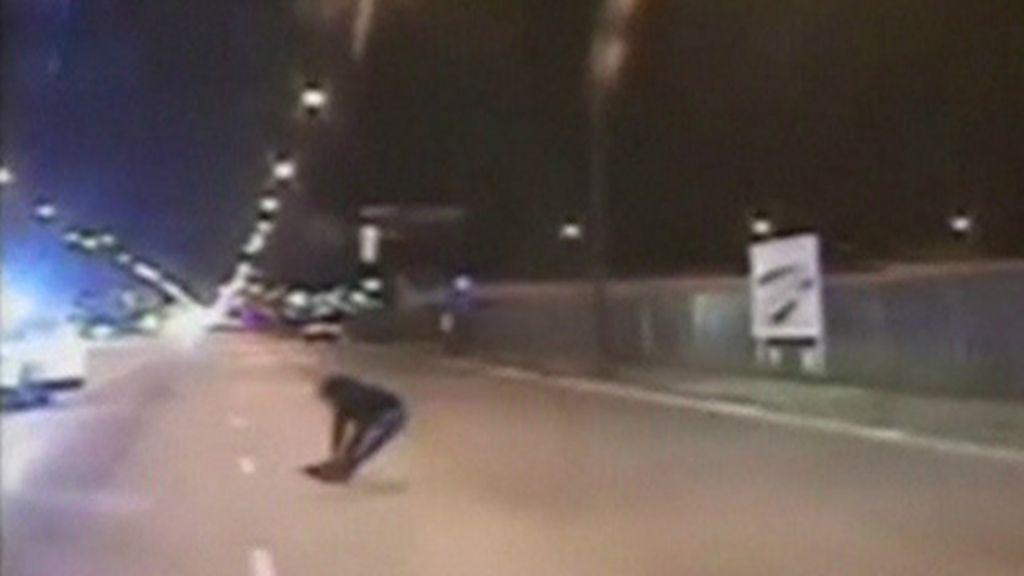 Vídeo de jovem negro morto com 16 tiros por policial branco gera ...