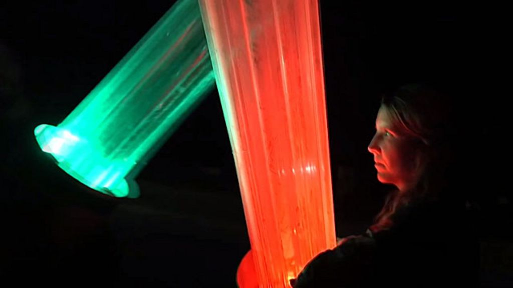 Fã de 'Guerra nas Estrelas' constrói sabres de luz gigantes - BBC ...