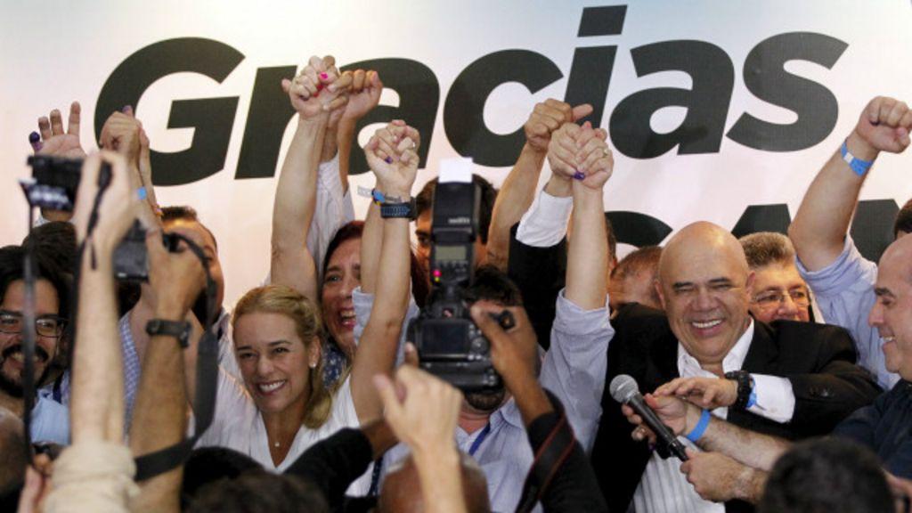 Após 16 anos, oposição na Venezuela ganha maioria na Assembleia