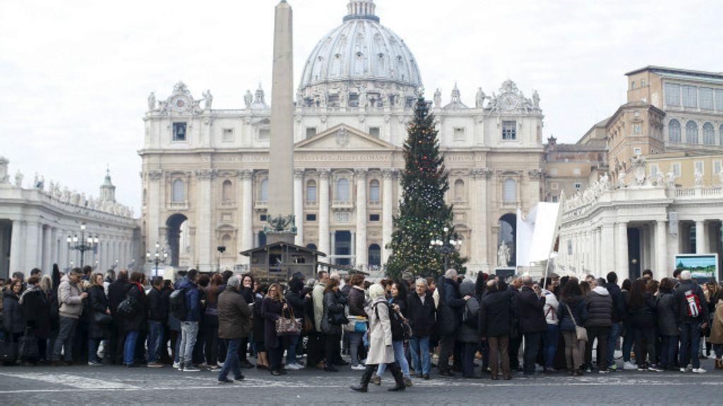 Papa oferece 'perdão' a mulheres que fizeram aborto - BBC Brasil