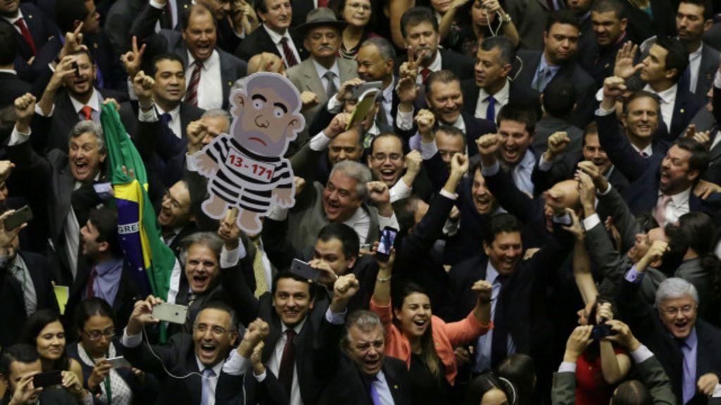 Oposição vence votação para comissão de impeachment