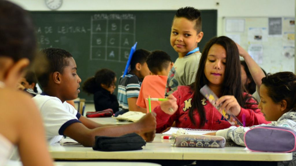 'Projeto curricular muito extenso não é exclusividade do Brasil', diz ...