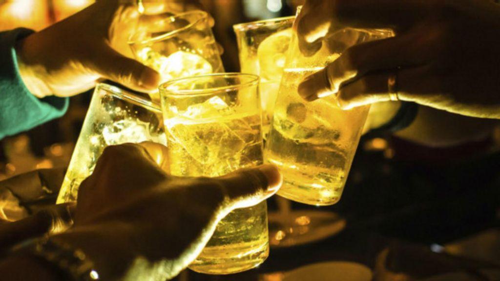 Como o álcool afeta a sua personalidade? - BBC Brasil