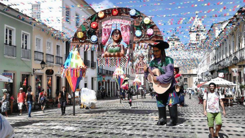 Britânica canta na Bahia e se surpreende com musicalidade - BBC ...