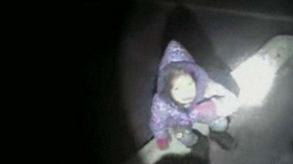 Criança de 3 anos é abandonada em estacionamento após roubo ...