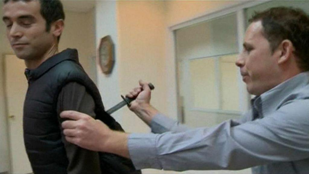 Repórter israelense é esfaqueado em demonstração de colete ...