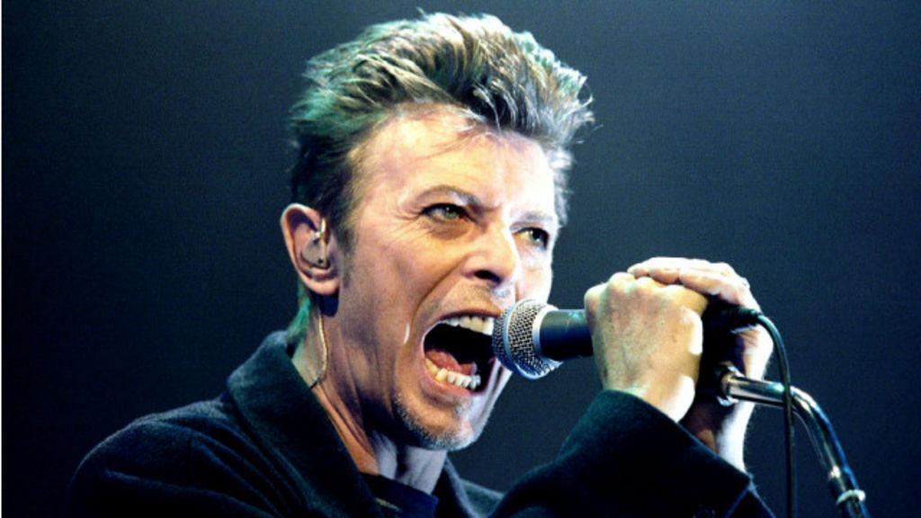 Ousadia, hedonismo e rock'n'roll: as muitas faces do 'camaleão' Bowie