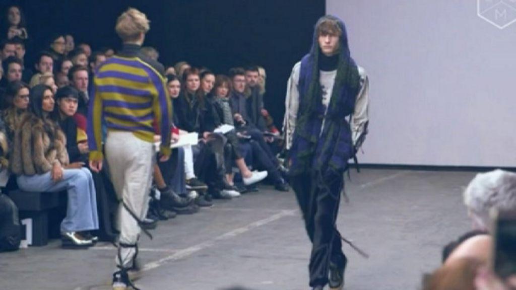 Как мужчины-модели борются за равенство полов - BBC ... Модель Мужчина Русский