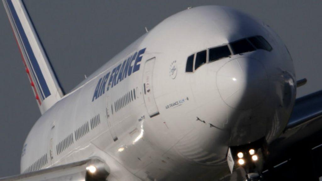 Corpo é encontrado em trem de pouso de avião da Air France vindo ...