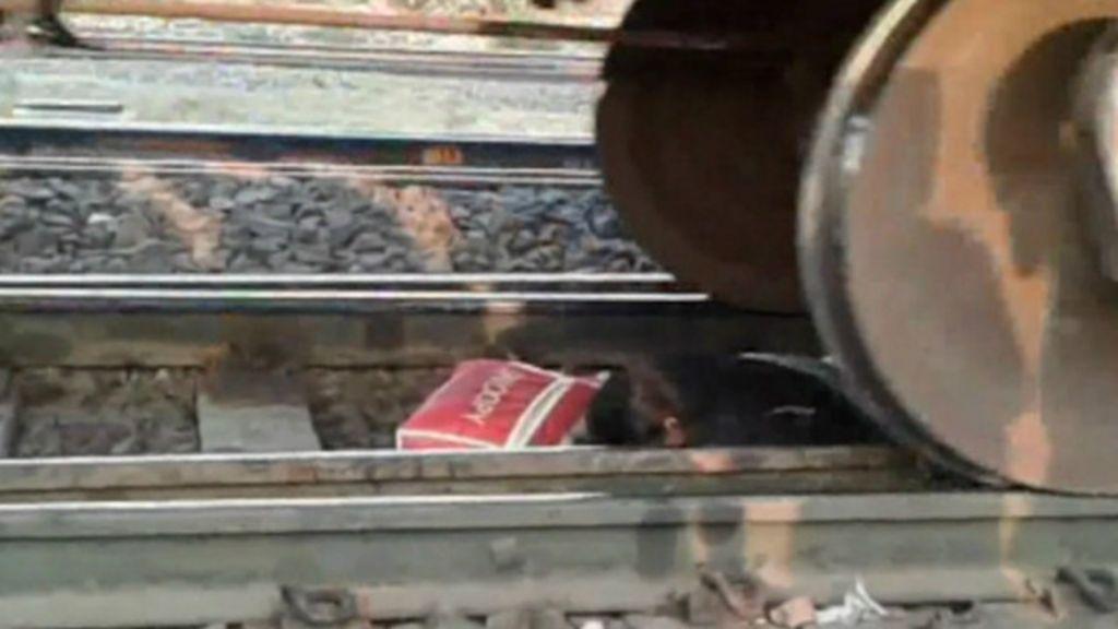 Mulher escapa milagrosamente de trem na Índia - BBC Brasil
