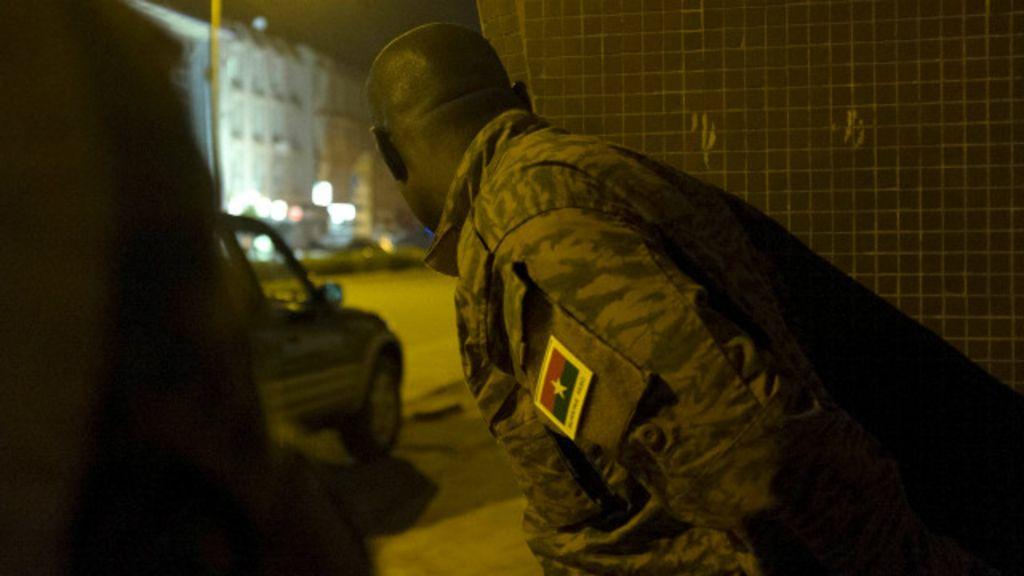 Quem é o grupo responsável pelo ataque ao hotel em Burkina Faso ...