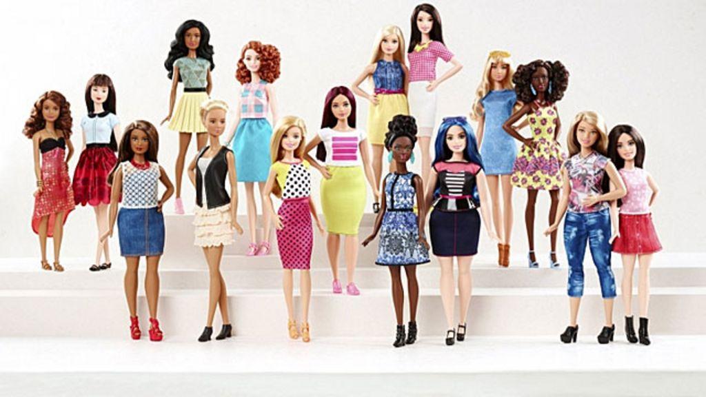Novas Barbies buscam reverter queda de vendas e 'atrair novas mães'