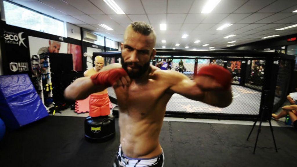 Sem patrocínio, gari do MMA ajuda 300 crianças e concorre a 'Oscar'