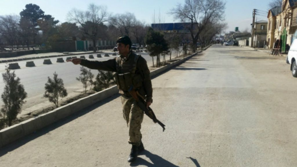 Taliban Afganistan'da polis konvoyuna saldırdı 30 ölü