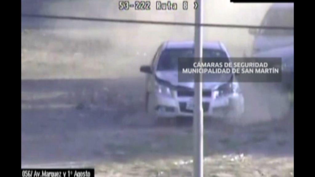 Mãe e bebê sobrevivem após serem arremessadas por carro em ...