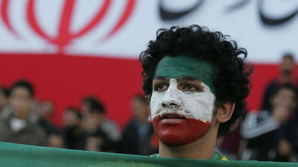 اخبار الامارات العاجلة 161011120135_iran_football_fan_640x360_afp_nocredit ذكرى عاشوراء حاضرة في مباراة لإيران بتصفيات كأس العالم أخبار الرياضة  كرة القدم